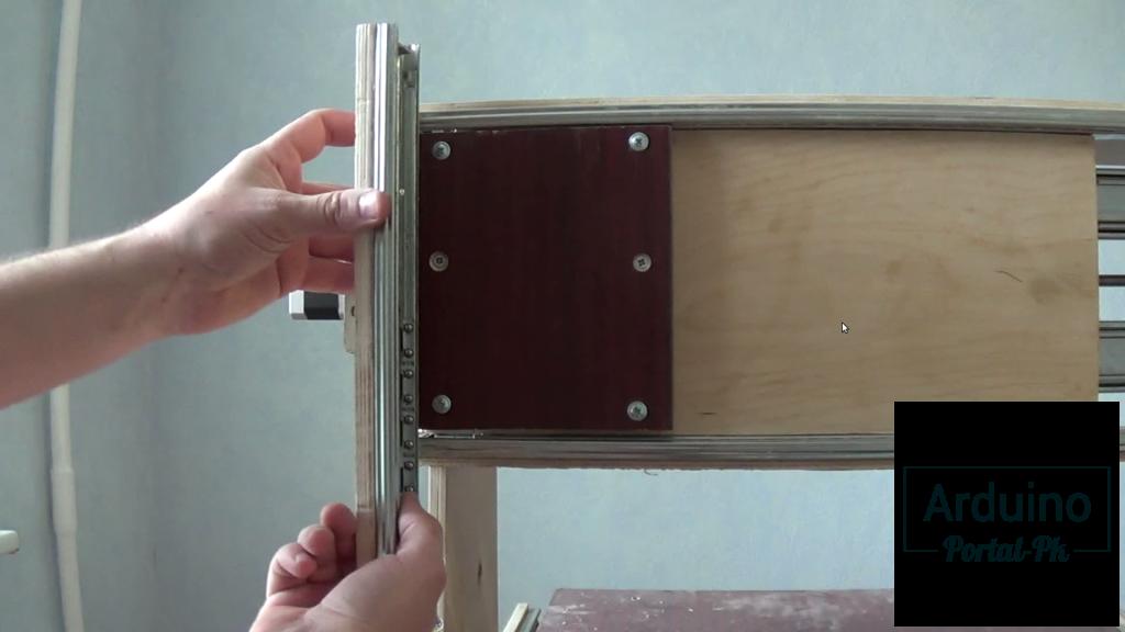 ось Z установил на ось X небольшой кусок мебельного ламината